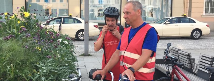 Mathias Stein mit Warnweste und Fahrrad § Foto: Christoph Beeck