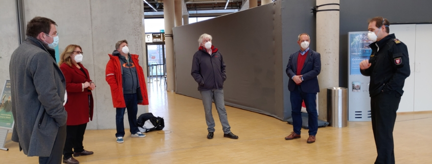 Mathias Stein, Özlem Ünsal, Bernd Heinemann, Gerwin Stöcken und zwei Personen aus dem Imfpzentrum § Foto: Ralf Weidel,